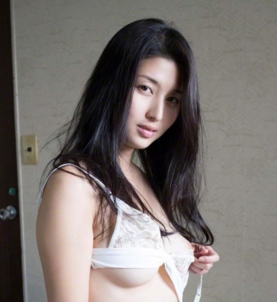 即抜き確定wwww橋本マナミが超イヤラシク全裸ヌードで見せちゃうぞ!!! 5 426
