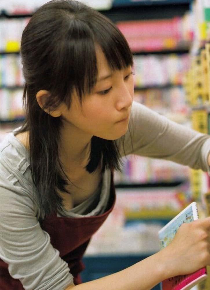 お宝画像発見!!有名芸能人松井玲奈が乳首見えそうなんですがwwwwwwwwww 7 304