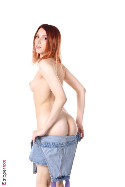 スレンダーで色気むんむんの外国人がディルド使ってオマンコ挿入しちゃうエロ画像wwwwwwwww 9 130