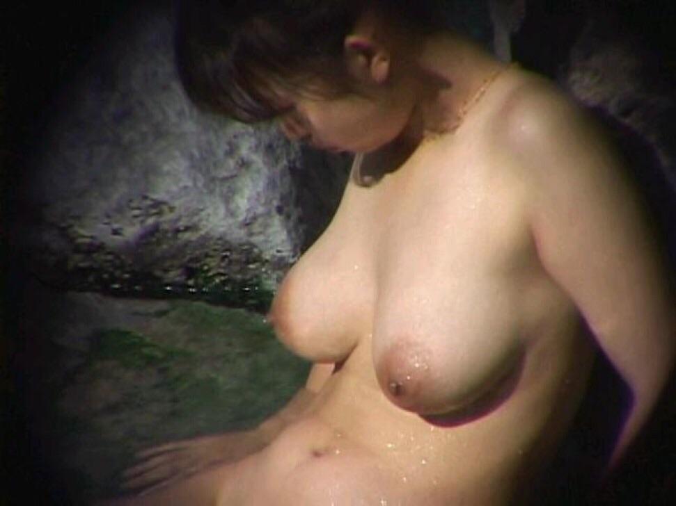 ---❖盗撮物!!!!カワイ子ちゃんが温泉でまさか写真撮られてるとはwwwwwwwww 16 537