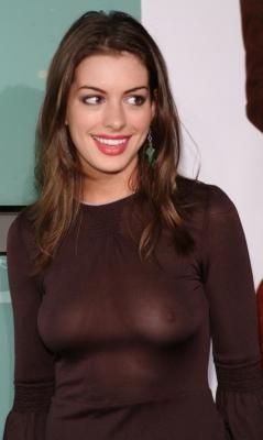 お宝画像発見!!---❖人気女優、アン・ハサウェイの乳首画像はっといたぞwwwwwwwwww 4 575