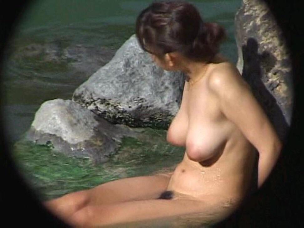 ---❖盗撮物!!!!カワイ子ちゃんが温泉でまさか写真撮られてるとはwwwwwwwww 9 623