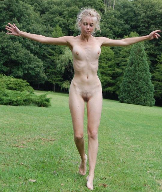 ※この体たまらないな!若い金髪美少女が全裸で廃校の前で撮影しちゃう外国人エロ画像wwwwwwwwwww 2021090915384123