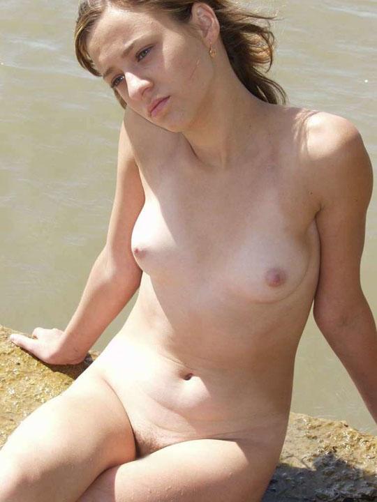 ーーー※むっちゃカワイ子ちゃんが誰もいない島で解放感高まり全裸ヌード見せちゃう外国人エロ画像wwwwwwwwww 202109091545489