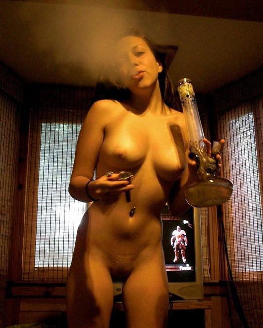 素人の巨乳オッパイ美女が水タバコ吸いながら全裸になってるぞwwwwwwwww 2021091908475011