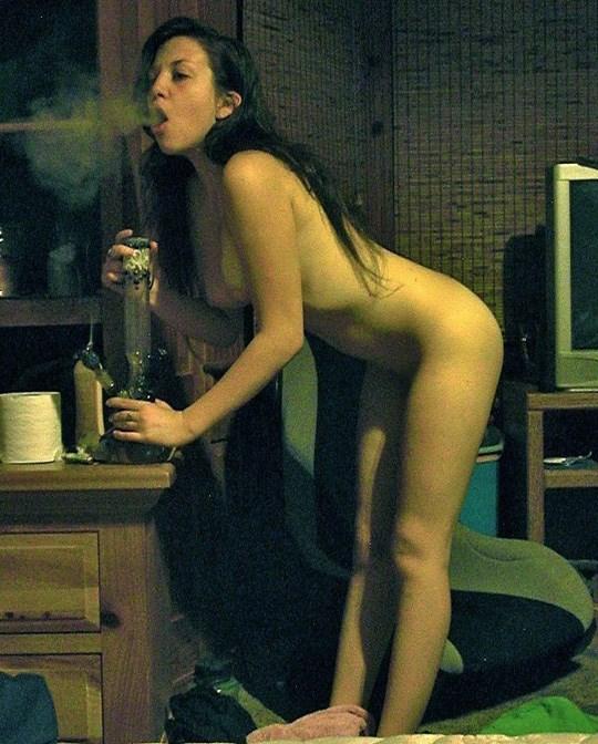 海外エロ画像www水タバコ吸ってる素人の巨乳オッパイ美女が最高wwwwwwwwwww 20210919085232