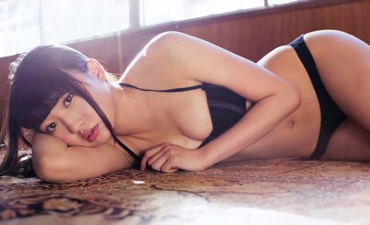 元AKB48木﨑ゆりあのお宝画像発見!!童顔美少女なのにエロい体を見せちゃうぞwwwwwwwww 2021100715405966