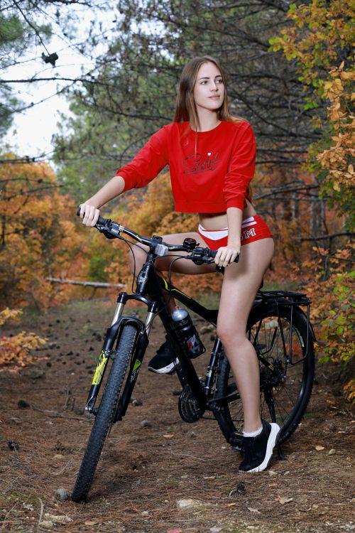 これヤバすぎる!全裸で野外で自転車とか!挿入されてくれwwwwwwwwww 20211008142727