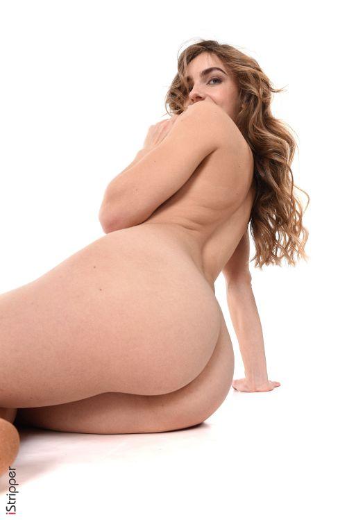 これが世界レベル!!極上美女が全裸ヌード撮影してっぞ射精準備できてるか??????????? 202110081452321