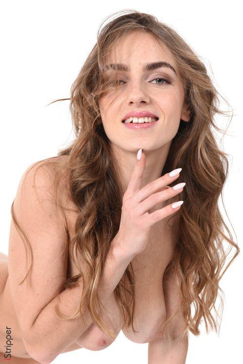 これが世界レベル!!極上美女が全裸ヌード撮影してっぞ射精準備できてるか??????????? 202110081452323